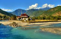 Королевство Бутан - Речка в долине.