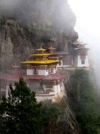 Монастырь Таксанг-лакханг («Гнездо тигрицы») над долиной Паро.